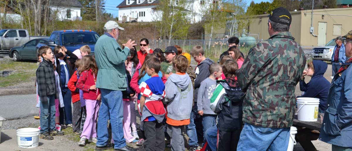 ACHP teaching Magnetawan Central Public School students about the fish hatchery